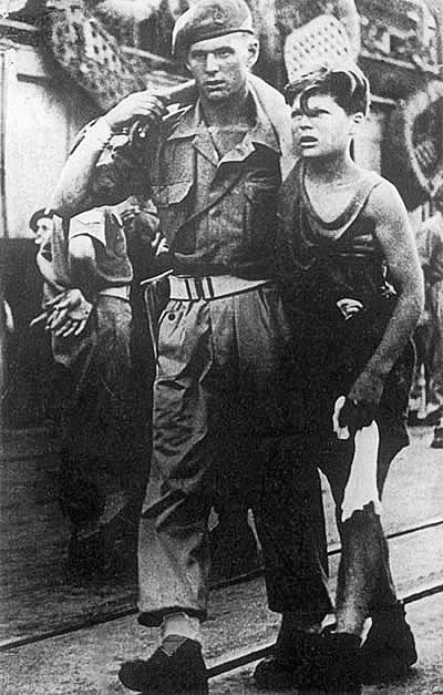 British soldier leads refugee from Exodus 1947